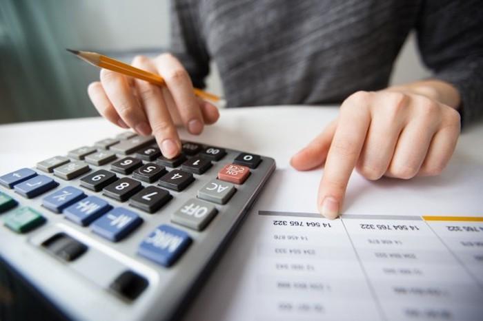 EBITDA được sử dụng để phân tích, so sánh thu nhập ròng giữa các doanh nghiệp và lĩnh vực, ngành nghề