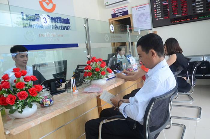 Bạn có thể đến tại ngân hàng nơi bạn đã từng vay vốn để kiểm tra CIC