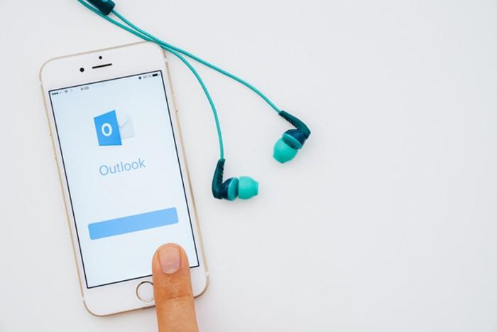 Những người mới bắt đầu làm việc với Outlook lại không thể tránh khỏi bỡ ngỡ