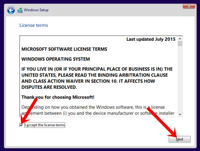 Tiếp tục tick vào I accept the license terms và nhấn next, chọn Custom: install Windows only (advanced)