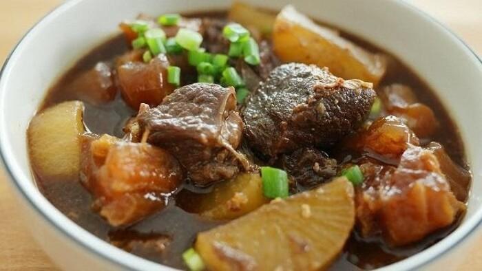 Bò kho nấu kiểu Tứ Xuyên của người Hoa.