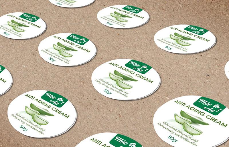 Sticker là nhãn dán có hình ảnh minh họa hoặc thông tin sản phẩm