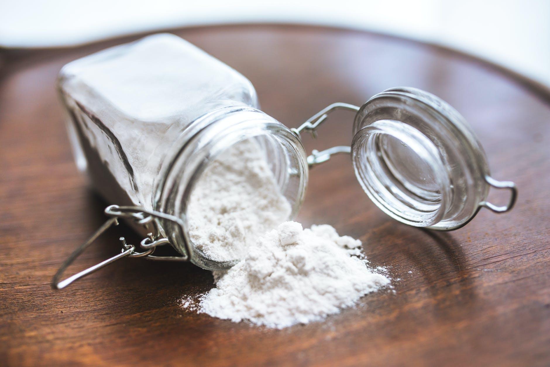 Sử dụng baking soda để đánh bay mụn thâm
