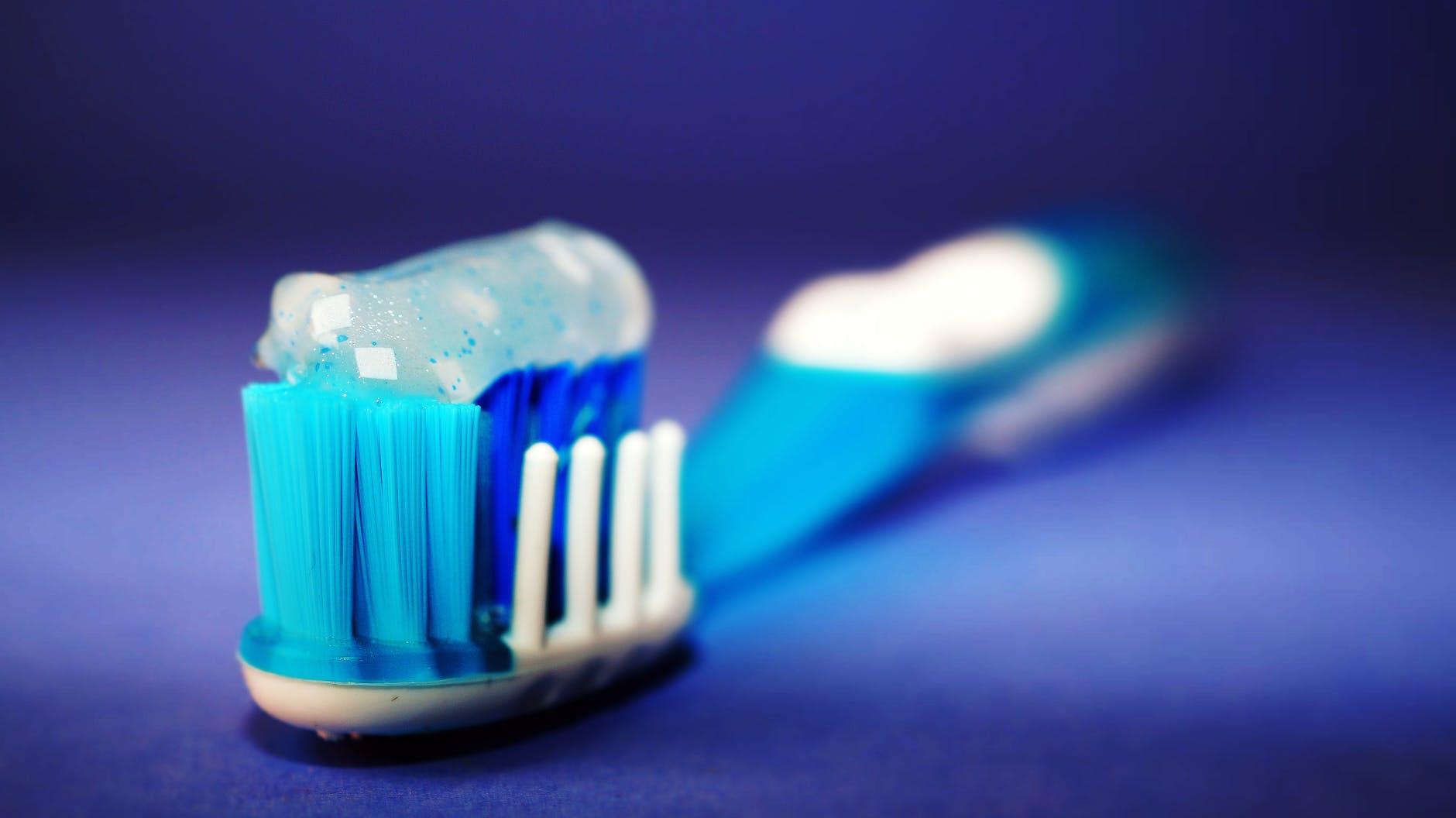Dùng kem đánh răng chính là cách trị mụn hiệu quả sau 1 đêm