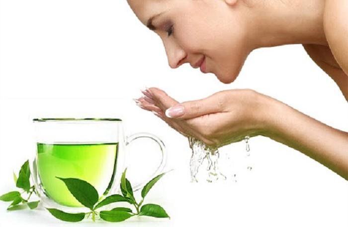 Dùng trà xanh để thải độc tố và kiềm chất nhờn trên da