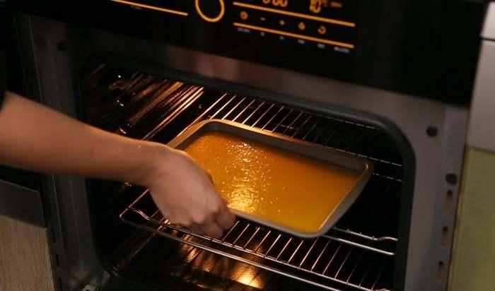 Cho bánh vào lò điều chỉnh nhiệt độ thích hợp