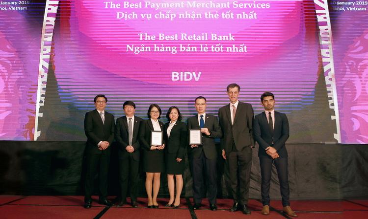 """BIDV vinh dự đạt danh hiệu """"Ngân hàng bán lẻ tốt nhất"""" 5 năm liên tiếp"""
