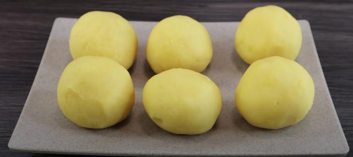 Nướng trứng và nắm nhân với trứng
