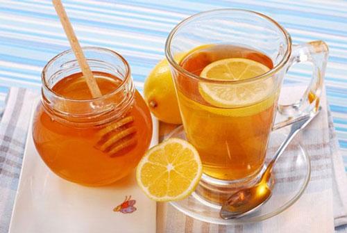 Giảm cân bằng mật ong pha cùng nước chanh để giảm cân tại nhà.