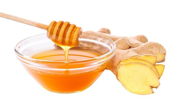 Giảm cân bằng mật ong pha với nước gừng ấm.