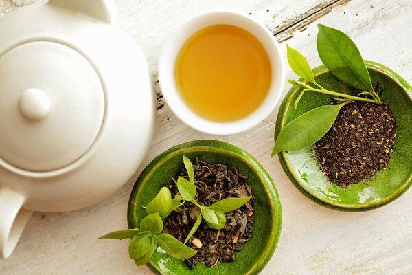 Cách giảm mỡ bụng dưới tại nhà bằng trà xanh và nước lọc