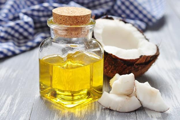 Sử dụng dầu massage giảm mỡ tay