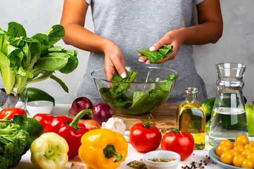 Chế độ ăn uống lành mạnh, tăng cường vitamin và chất xơ là cách làm giảm béo mặt hiệu quả nhanh