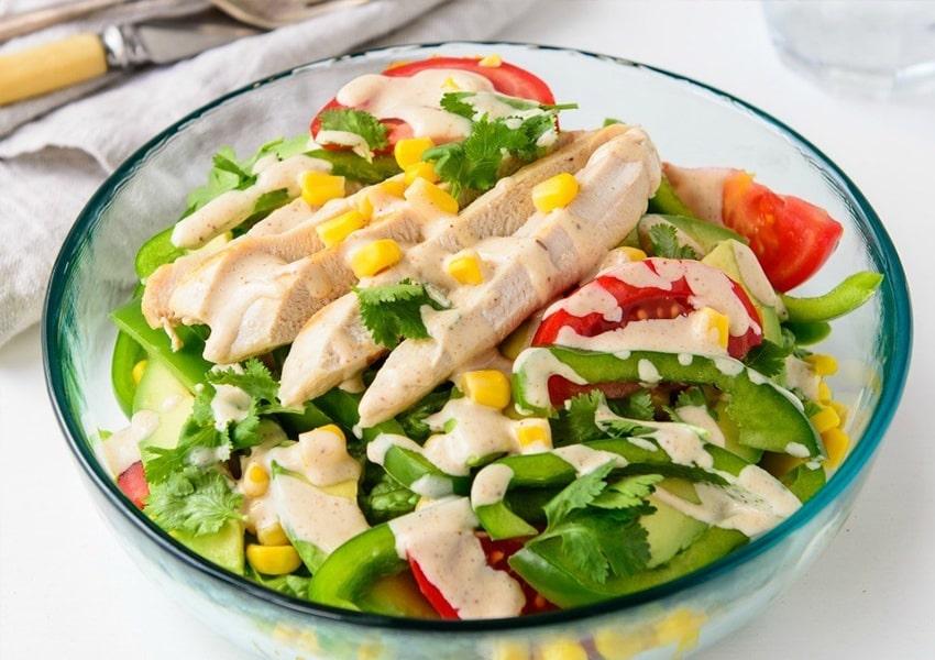 Salad bơ cùng ức gà