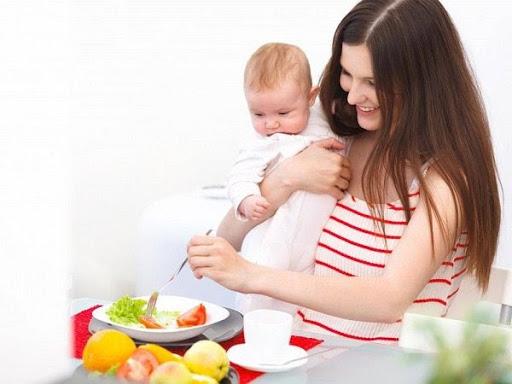 Mẹ bỉm sữa cần chú ý chế độ ăn uống vừa giảm cân vừa đủ chất dinh dưỡng cho con