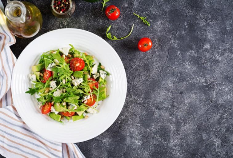 Ăn Salad bơ giảm cân