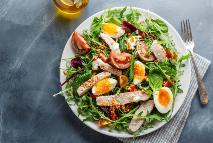 Món ăn giảm cân với Salad