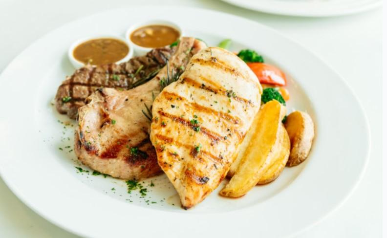 Thịt bò và ức gà