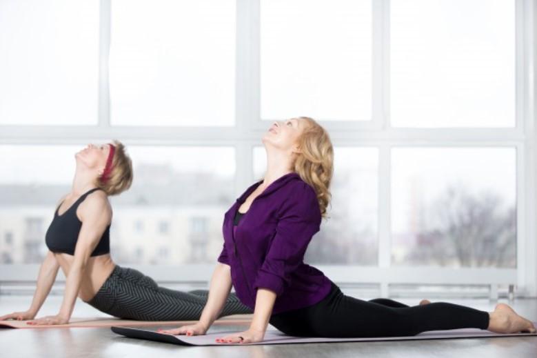 Tư thế yoga rắn hổ mang