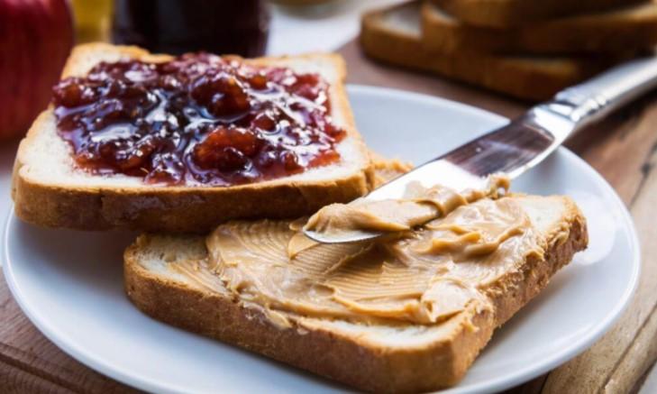 Bánh mì Sandwich bơ đậu phộng và mứt