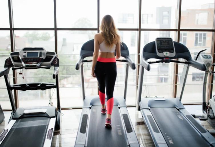 Đốt cháy calo và cơ bắp khỏe mạnh hơn với bài tập chạy dốc