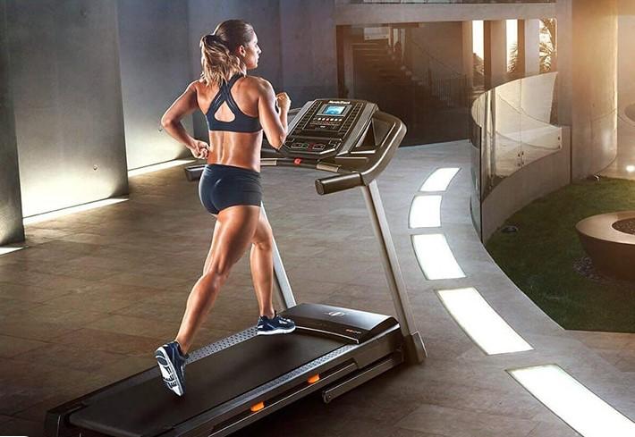 Hãy thử sức với máy chạy bộ và tăng độ nghiêng